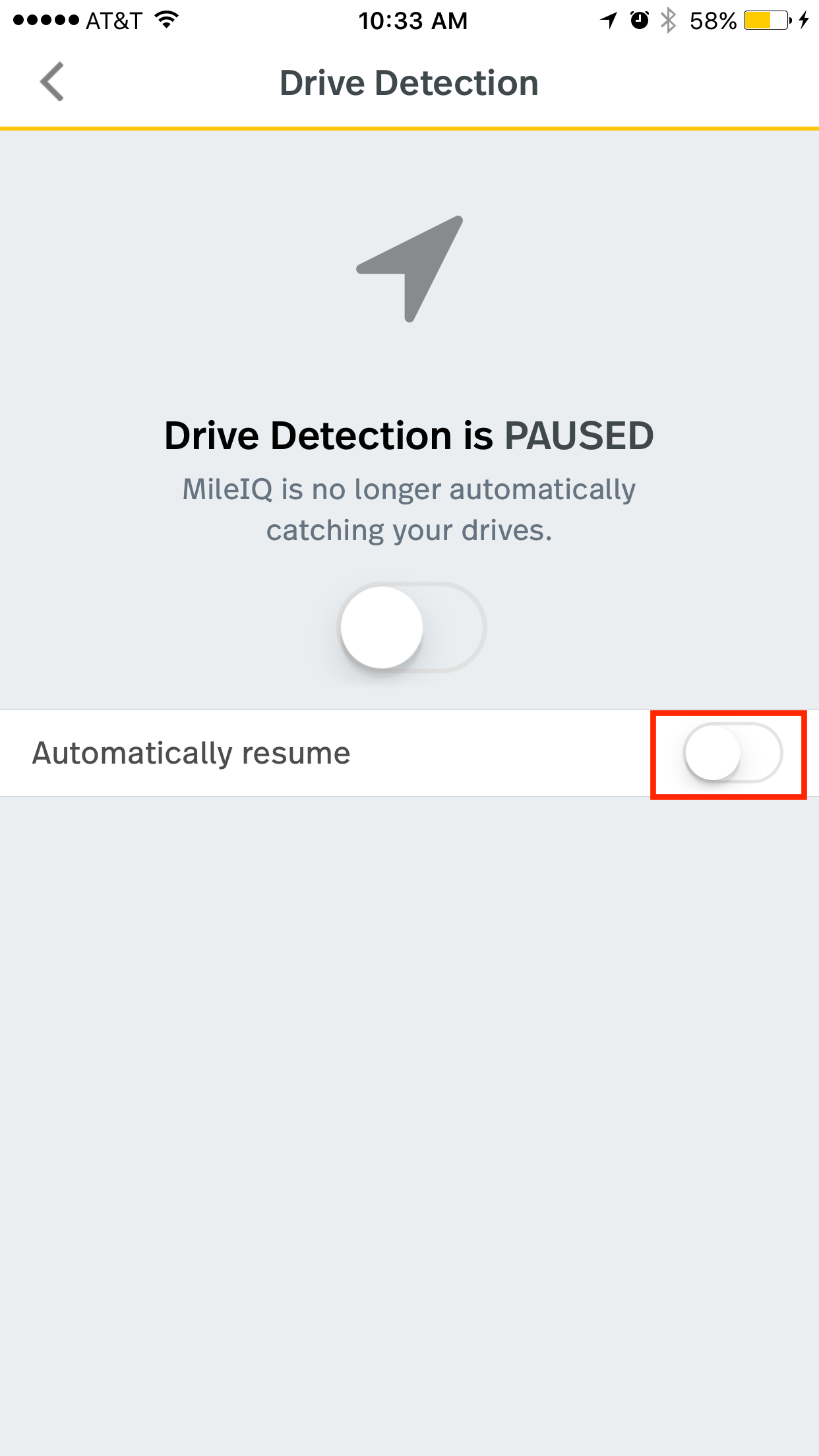 This image shows the drive detection page on the mobile app, highlighting the automatically resume toggle.